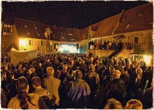 grossveranstaltung_im_burghof_Stage